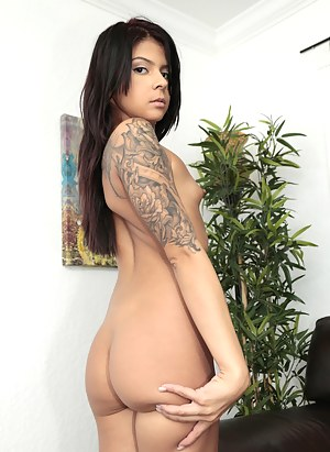 XXX Teen Nails Porn Pictures